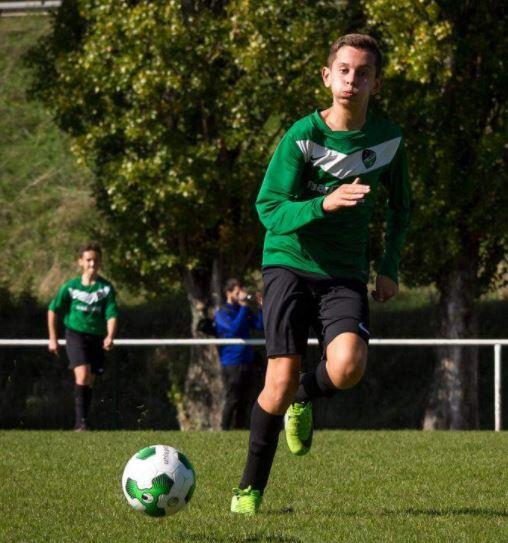 Photo d'un joueur des U13 de l'ALC Longvic pendant un match de football