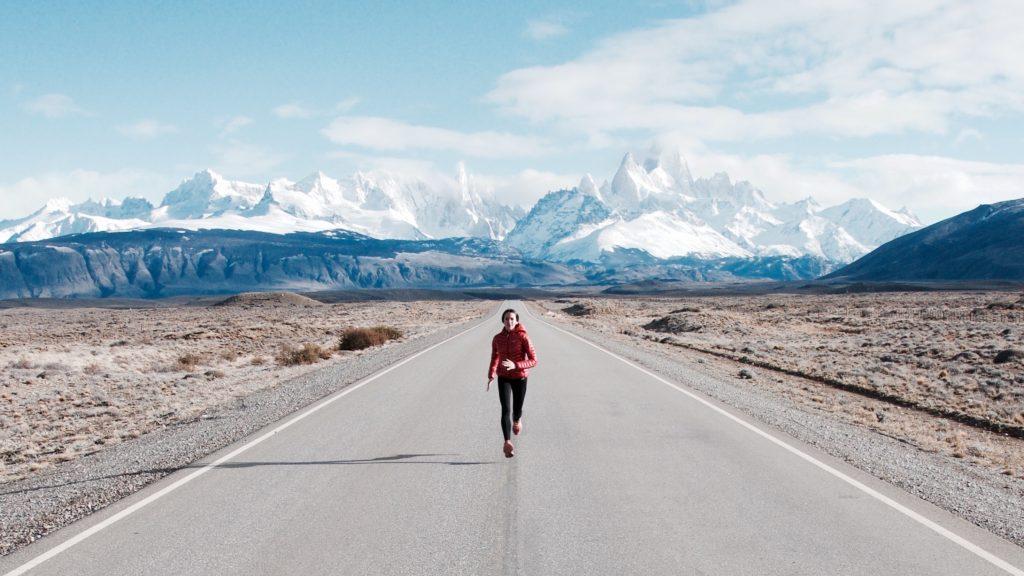 Stéphanie Gisquel cours sur une route