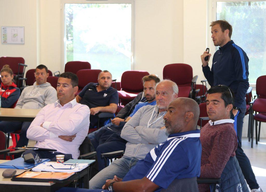 Photo des responsables des sections sportives scolaires pendant un séminaire