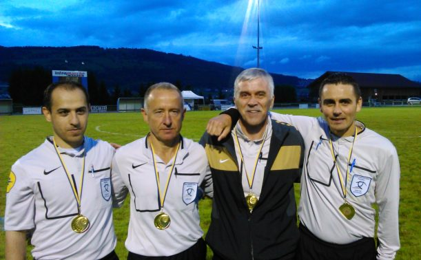4 Membres de la Commission des Arbitres du Doubs sur un terrain de face