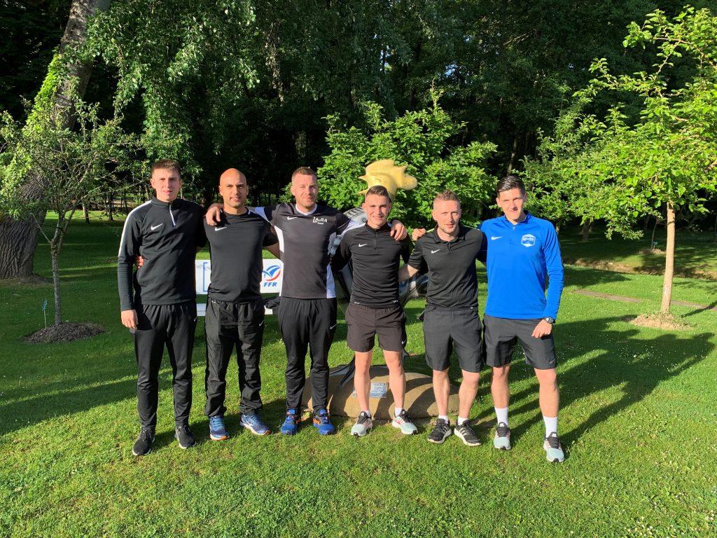Photo de groupe avec l'ex-joueur professionnel Jacques Salze (3ème en partant de la gauche)