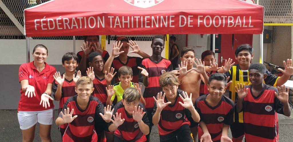 Photo de groupe d'enfants  pendants la finale futsal de la catégorie U13