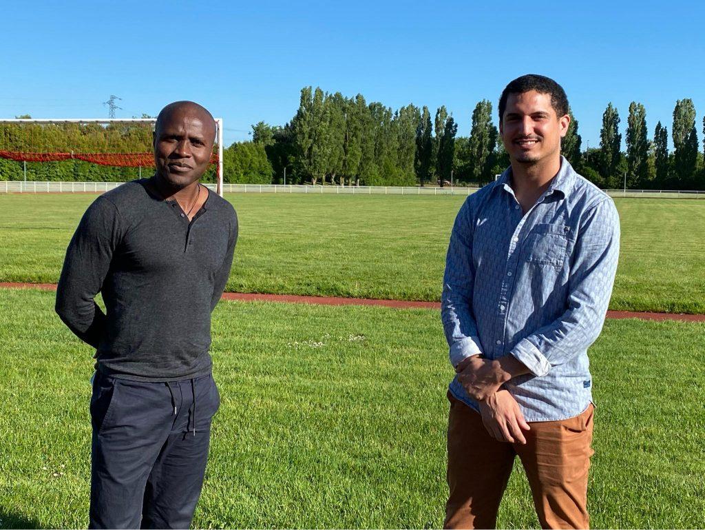 Mickael Chrétien et Landry Nguemo de face sur un terrain