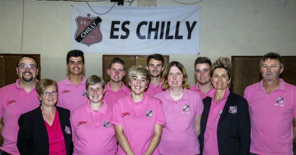 Photo de groupe des membres de la famille Mugnier, fondatrice du club de l'Etoile Sportive de Chilly