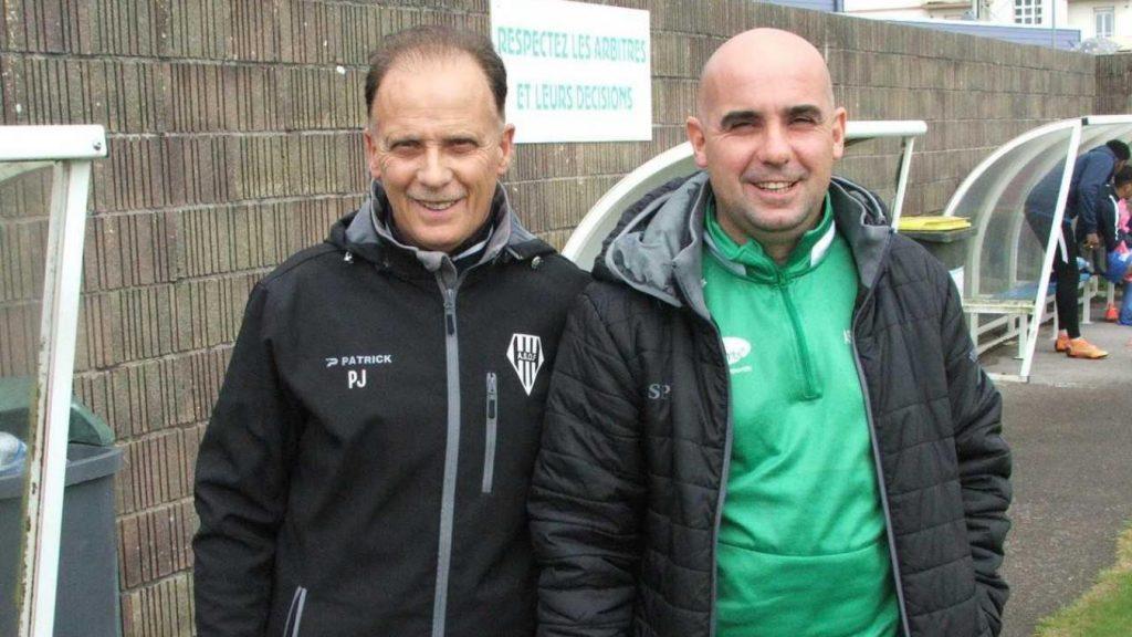 José Pereira de face à côté de son fils
